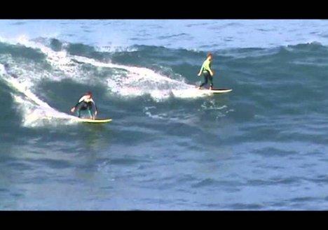 Entrenamiento de La Marea Surfschool en olas grandes